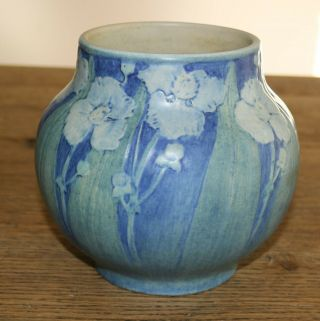 Newcomb College Decorated Vase Poppies And Leaves By Harietta Bailey 1920