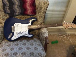 FLEETWOOD MAC x4 GROUP SIGNED FENDER SQUIER STRAT GUITAR BLUE AND WHITE 3