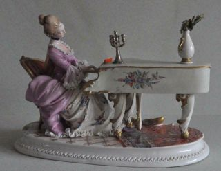 Lovely Capodimonte Cappe Porcelain Figurine Lady Playing Piano Italy