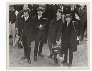 Vintage Photo - Beatles Autograph - Authentic - Signed By Paul,  John,  George And Ringo