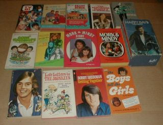 19 Vtg Tv Show Book Brady Bunch Happy Days Mork & Mindy Partridge Family