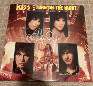 """Kiss """"turn On The Night"""" 12"""" Ep Signed By Paul Stanley Signature"""