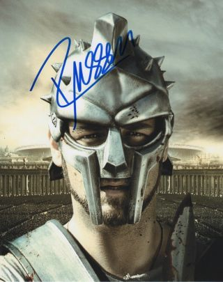 Russell Crowe Gladiator Signed Autographed 8x10 Photo R225