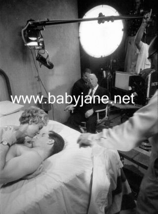 098 Psycho Janet Leigh John Gavin Alfred Hitchcock Behind The Scenes Photo