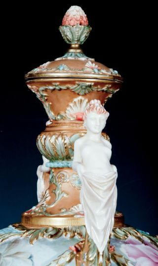 ROYAL WORCESTER - RAISE FLOWERS - SHAPE - W/ COVER 5