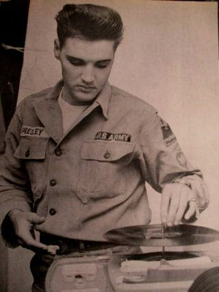 "Photo - Army - Elvis Playing Records In Barracks "" Epfan Club "" Germany"